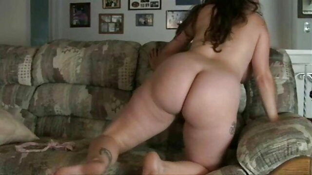 Sexy Naomi se masturbe film x vierge au bord de la piscine