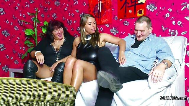 Blonde au cul chaud suce une bite tout sex porn vierge en se faisant pilonner par derrière