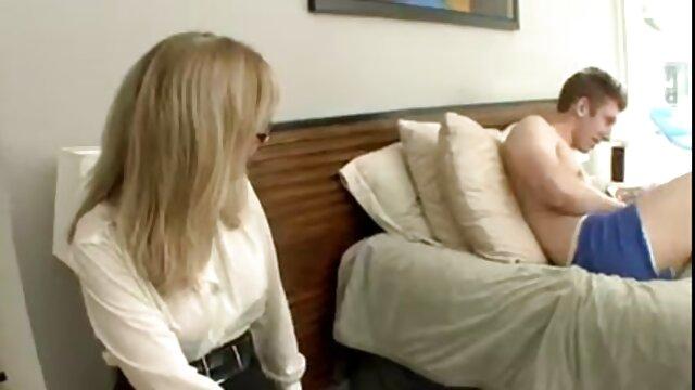 Le cul d'ébène aux gros seins détruit! porno vierge arabe