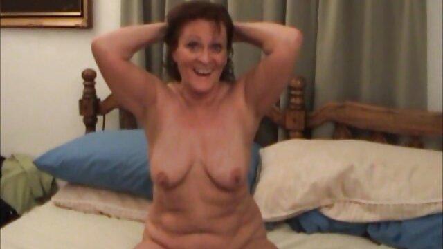 Olivia Lua aime ses pieds sucés film porno des filles vierges avant d'être baisée