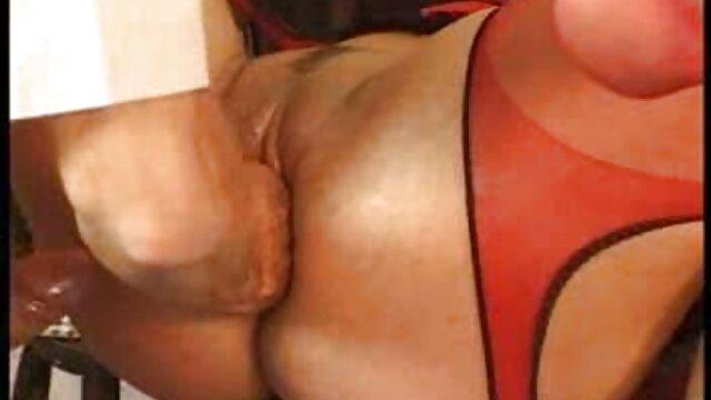 MILF nue film x gratuit vierge s'occupe de sa lessive