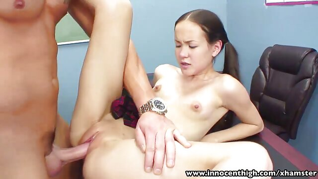 Un video de sexe vierge trio familial