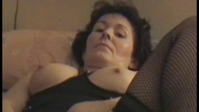 MILF chaude film porno une fille vierge et son jeune amant 530